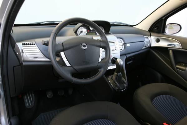 Lancia ypsilon 1 3 multijet 16v 90 cv for Interno lancia y