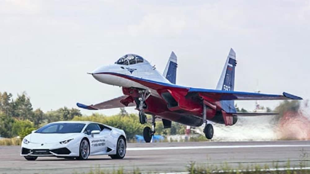 Un Aereo Da Caccia Russo : Lamborghini huracàn vs caccia russo sukhoi su flanker