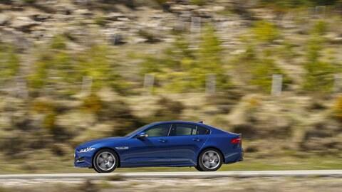 Jaguar XE, le immagini