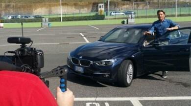 Jimmy and Cars, Ghione prova per Auto la BMW 330e