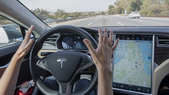 Tesla vuol battere Google nell'auto a guida autonoma