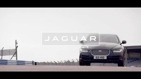 Murray sfida la Jaguar F-Type SVR