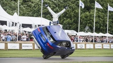 La Jaguar F-Pace si mette su due ruote a Goodwood
