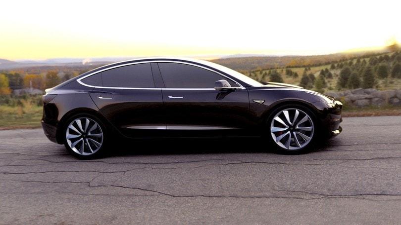 Tesla non sterza, punta dritta a 500.000 auto elettriche prodotte l'anno