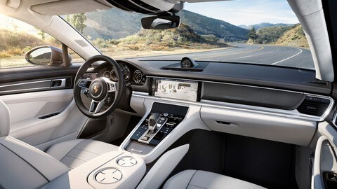 Nuova Porsche Panamera, la Turbo vola al Nurburgring