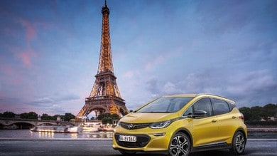 Opel Ampera-e, la compatta elettrica debutta a Parigi