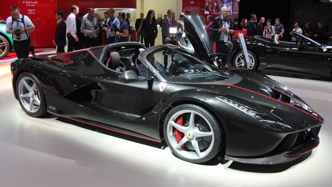 Ferrari laferrari aperta al salone di parigi 2016 le foto for Salone mobile parigi