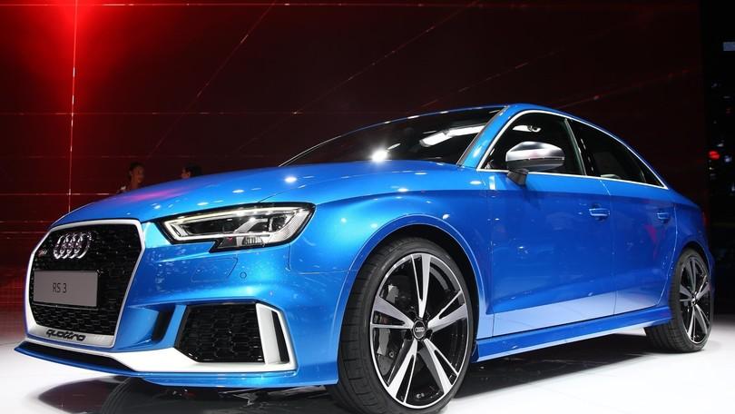 Audi rs3 berlina a parigi quattro porte veloci for Audi rs3 scheda tecnica