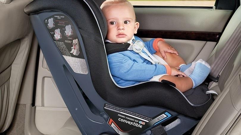 Bambini in auto: solo 4 genitori su 10 usano il seggiolino