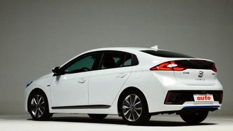 Hyundai Ioniq, tripletta green: la prova su strada