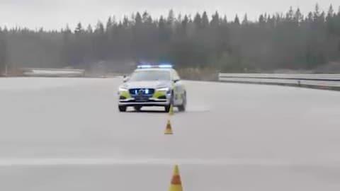 Volvo V90, i numeri della nuova volante della polizia svedese