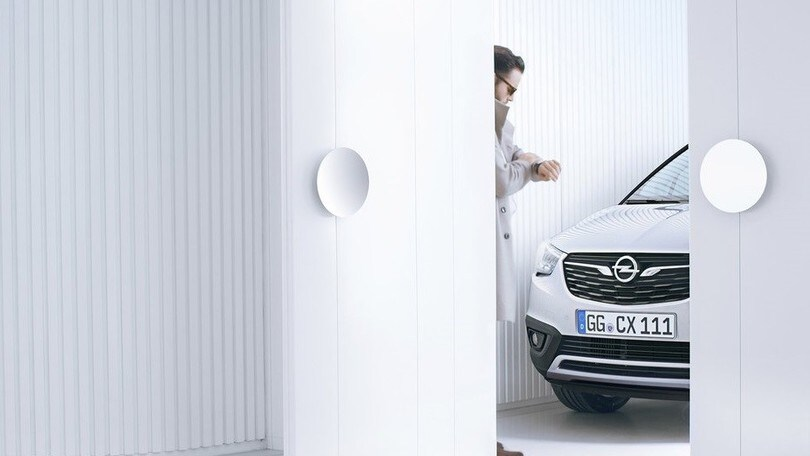 Opel Crossland X, un teaser svela il frontale