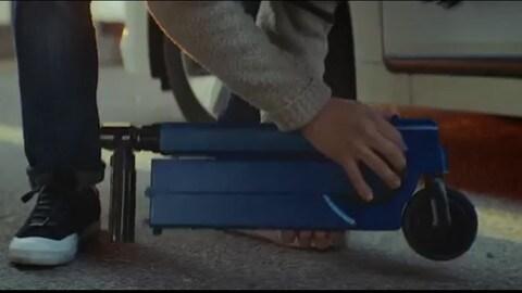 """Hyundai Ioniq scooter, il monopattino elettrico per """"l'ulitmo miglio"""""""