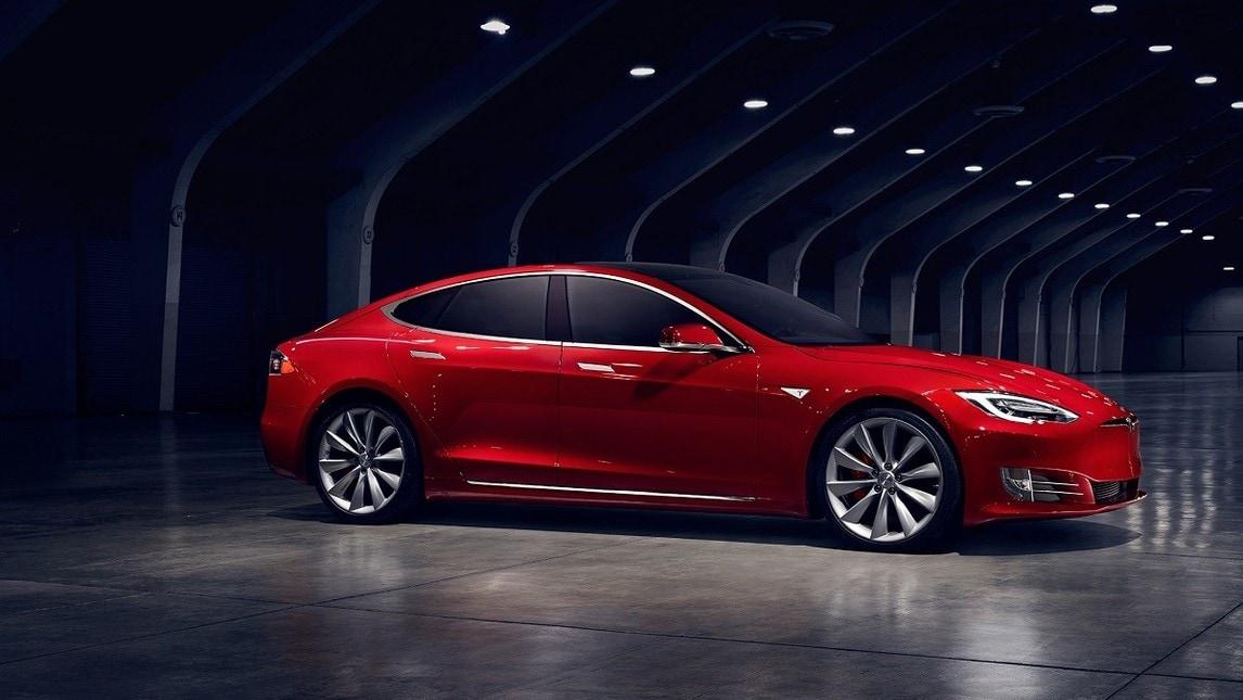 Tesla Model S, a listino in Italia la 100D