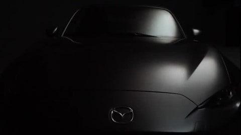 Mazda MX-5 RF, targa in 13 secondi