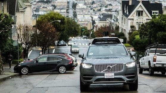 Guida autonoma, Uber ferma i test negli USA