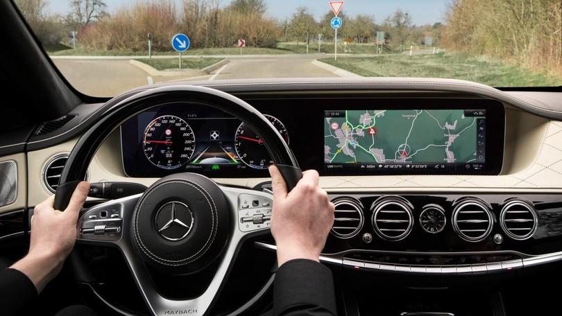 Nuova Mercedes Classe S; uno sguardo alla tecnologia che verrà