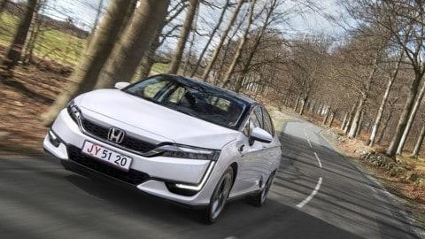 Honda Clarity Fuel Cell: la giapponese viaggia ad idrogeno