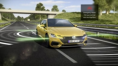 Volskwagen Arteon, accosta da sola con l'Emergency Assist 2.0