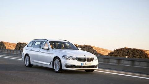 BMW Serie 5 Touring, la quinta generazione su strada