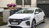 Hyundai Ioniq, la famiglia si completa con la plug-in