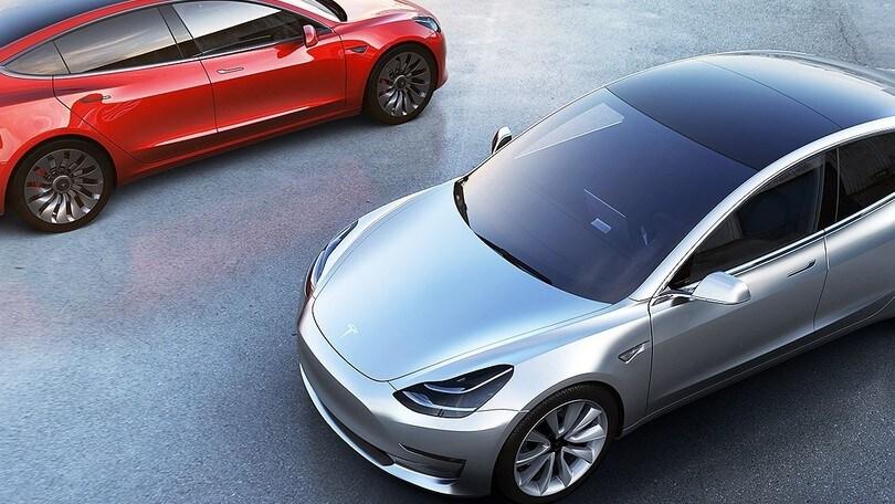 Tesla Model 3, all'inizio si potranno scegliere solo colori e cerchi
