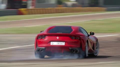Ferrari 812 Superfast: in pista col collaudatore Raffaele De Simone