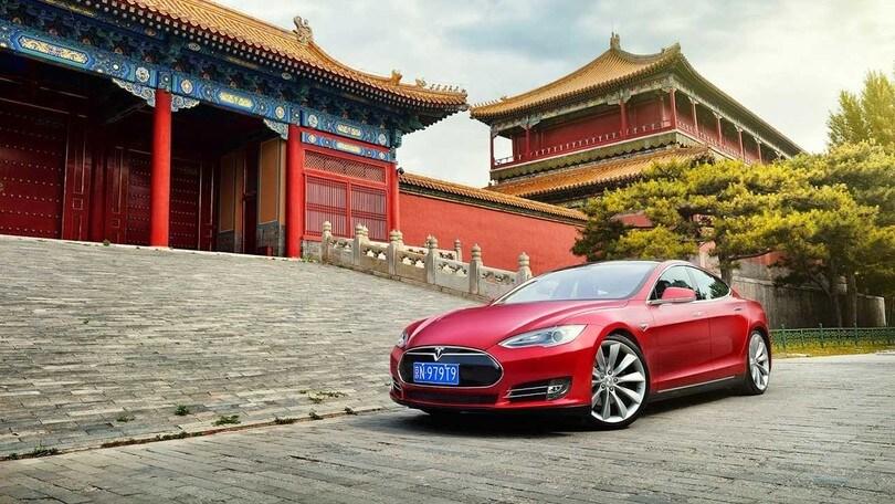 Tesla porta in Cina la rivoluzione elettrica