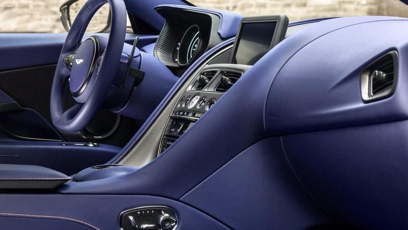 Aston Martin DB11 V8, le foto