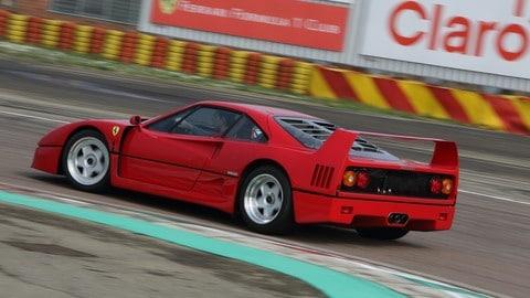 Ferrari F40, la prova a Fiorano