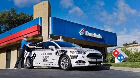 Ford porta le pizze a casa con la guida autonoma