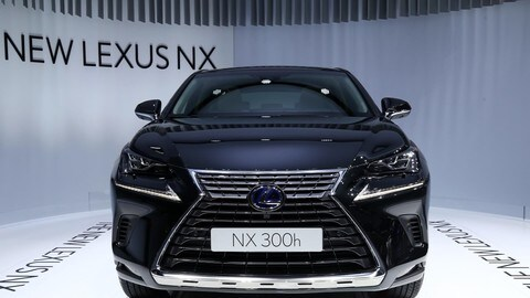 Lexus NX Hybrid restyling 2018, le foto