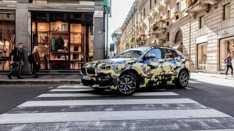 BMW X2 Digital Camouflage, le foto