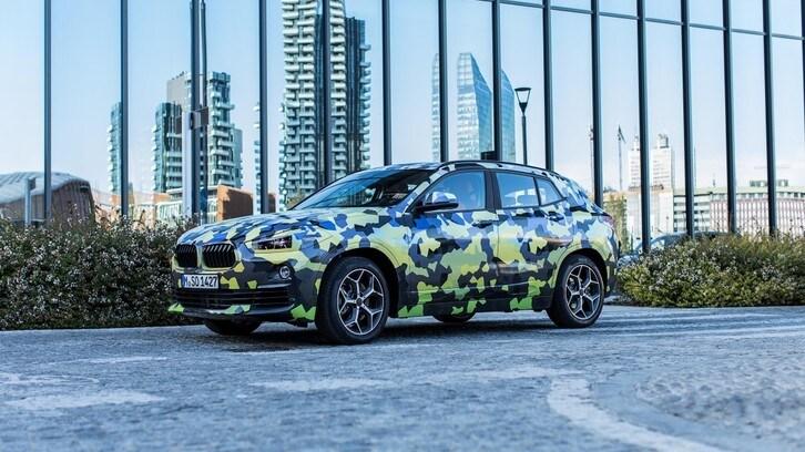 BMW X2 si svela (o quasi) alla Settimana della Moda