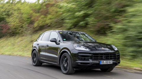 Porsche Cayenne, la terza generazione su strada e offroad