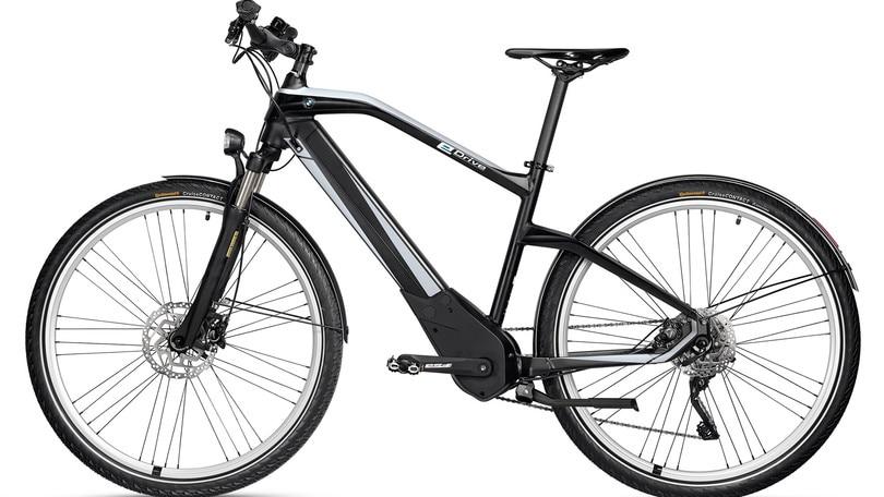 BMW presenta la bici ibrida con 100 km di autonomia