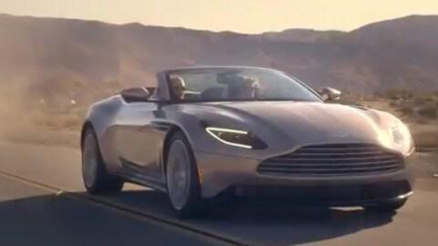 """Aston Martin DB11 Volante, trasformista in 14"""""""
