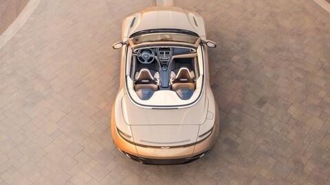 Aston Martin DB11 Volante: foto