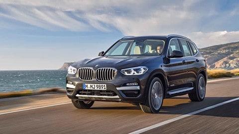 Nuova BMW X3, su strada