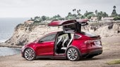 Tesla, lavoratori licenziati e produzione inferiore alle previsioni