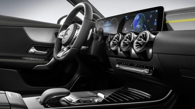 Mercedes benz classe a tutto sui nuovi interni auto