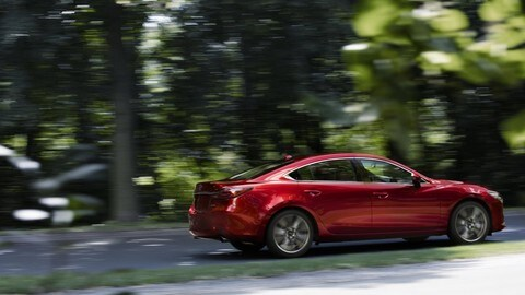 Mazda 6 2018, interni rinnovati: foto