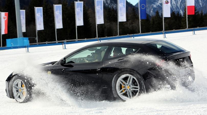 Ferrari, un crossover veloce per rimanere unici