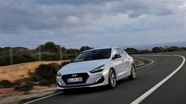 Hyundai i30 Fastback, debutta la quattro porte: foto