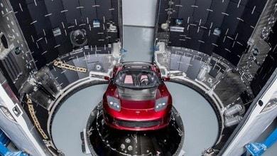 Tesla senza confini: Musk lancia la Roadster verso Marte