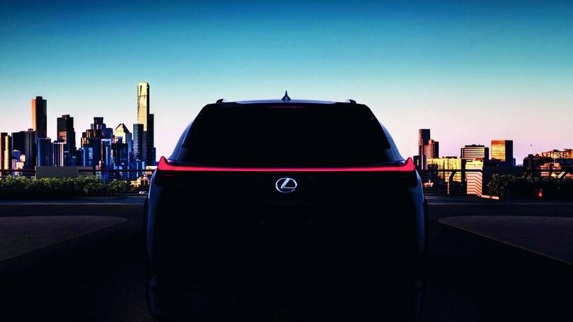 Piccolo è premium: Lexus anticipa il nuovo Suv compatto UX