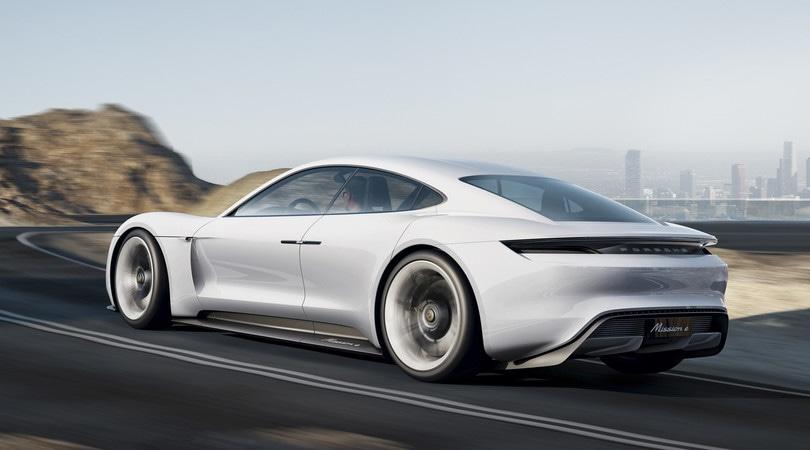 Porsche, l'elettrico oltre Mission E: già al lavoro sulle varianti coupé e cabrio