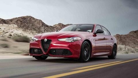 Alfa Romeo Stelvio e Giulia Nero Edizione