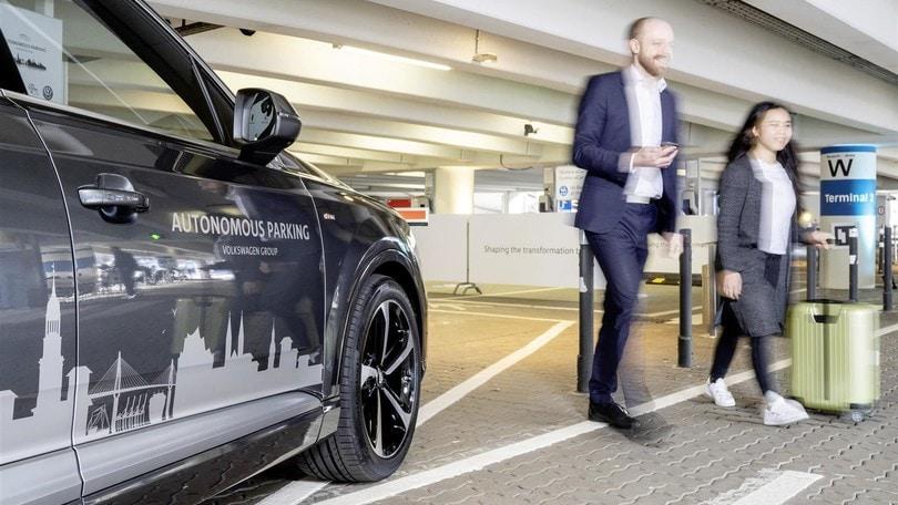 Parcheggio autonomo, parte la sperimentazione Volkswagen