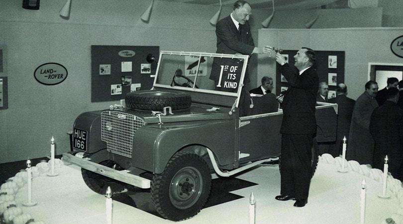 70 anni Land Rover: una linea sulla sabbia ha fatto storia